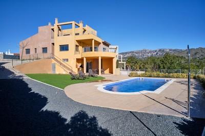 Marina Calafat > villas > VILLA 3B-140 (12 Pax)